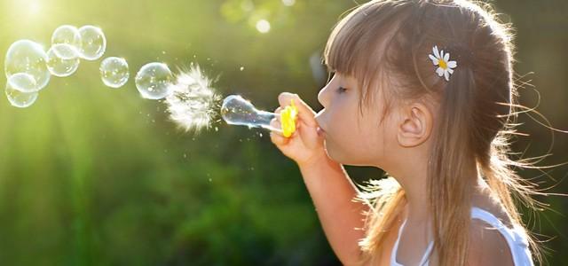 Ako byť šťastný? Znovuobjavme v sebe dieťa!